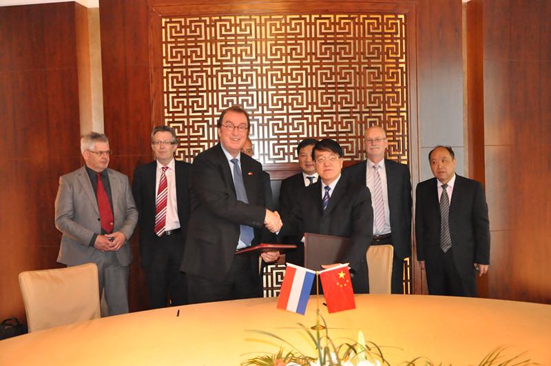 ballbet体育官网理事长李宣海接待了荷兰泰尔纳曾市市长代表团